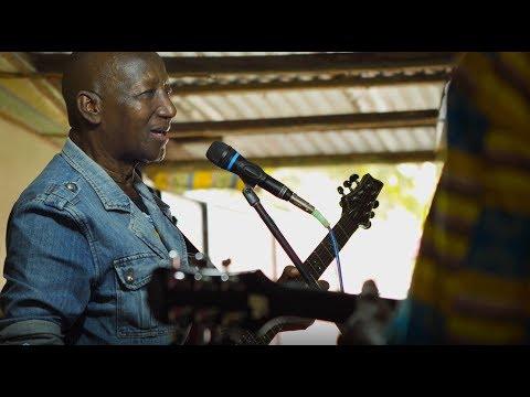 Sekou Bembeya Diabate ft. Joss Stone - Guinea