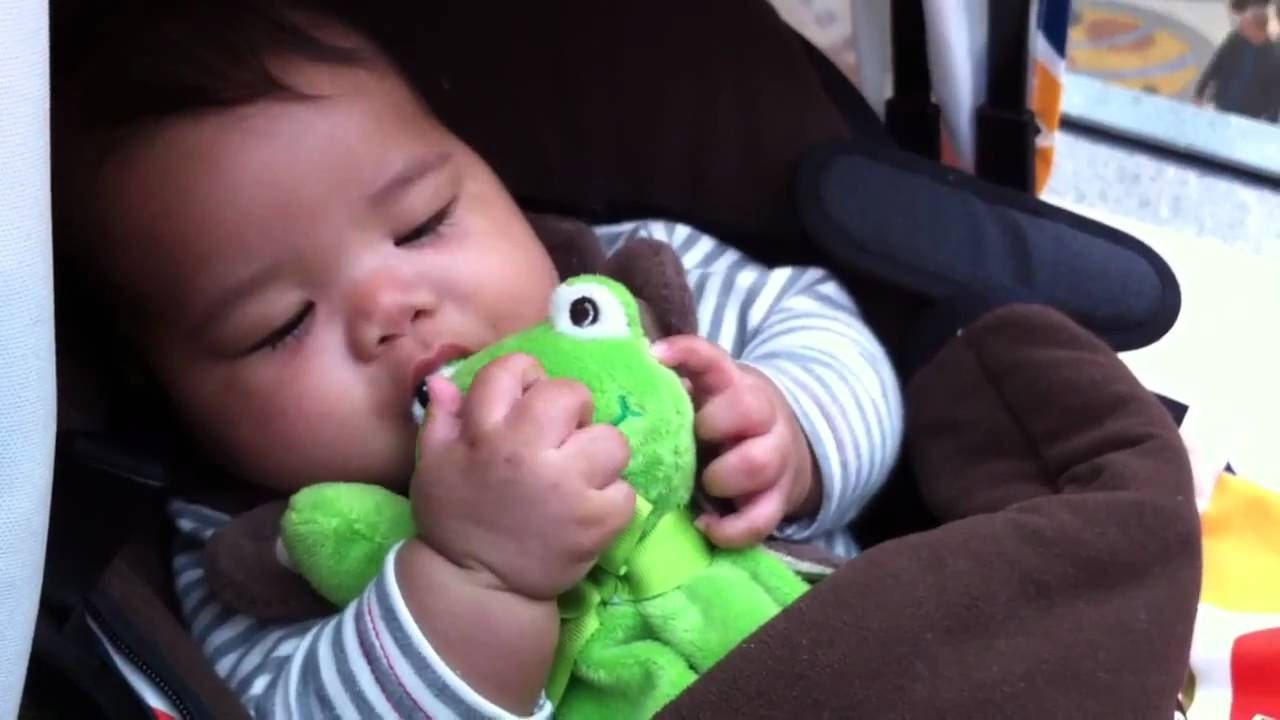 c11ea3ec14a5 Baby Ethan eating Frog eye - YouTube
