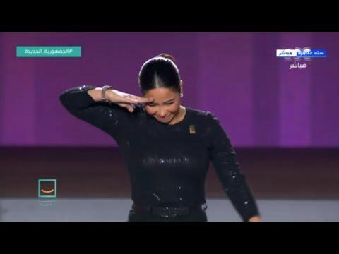 """شيرين توجه تحية عسكرية للرئيس السيسي ثم تشعل الاحتفالية وتبهر الجميع بأغنية """"مصر قادرة"""""""