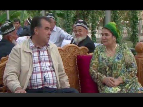 Э.Рахмон с семьей