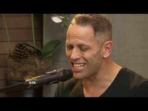Garth Taylor performs 'Crocodile Tears'