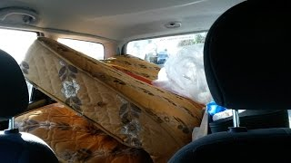 How to Fit a Double Mattress in to a Car