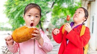 Kiều Anh Có Xúc Xích Khổng Lồ ❤ Mẹ Bán Rau Nuôi Con - Trang Vlog