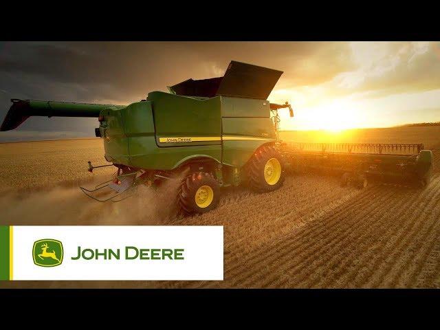 John Deere S700 en action