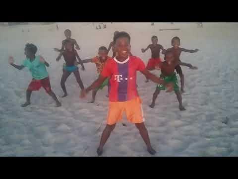 RUGBY MORONDAVA MADAGASCAR ((Haka zandry kely))