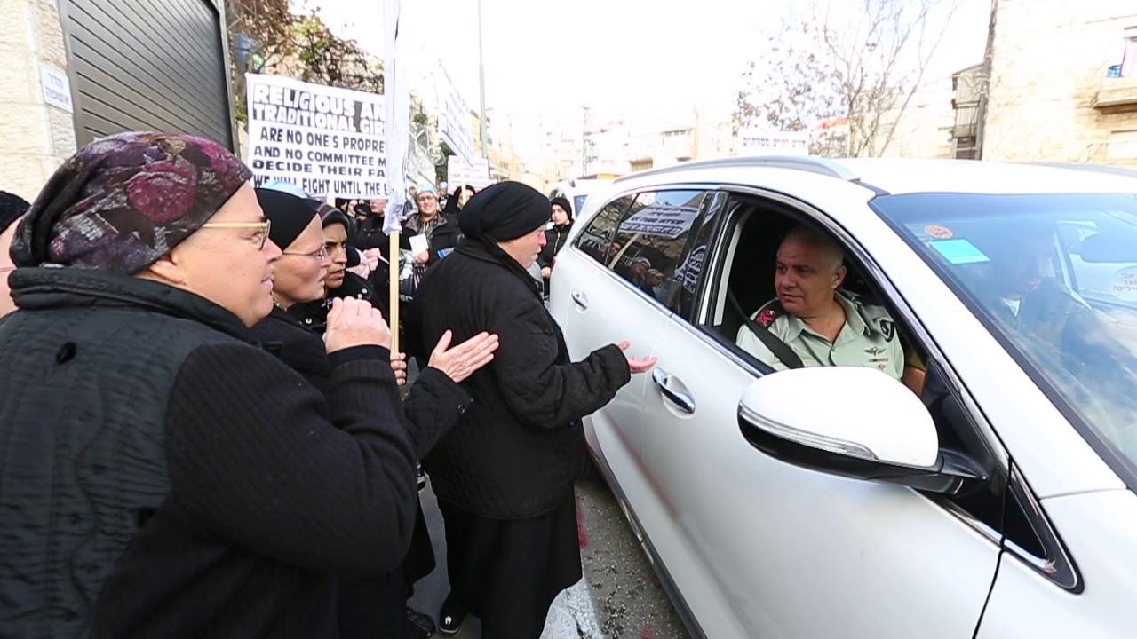 הפגנת נשים  חרדיות נגד גיוס בנות לצהל