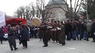 Турецкие национальные танцы в Стамбуле возле Айя-София