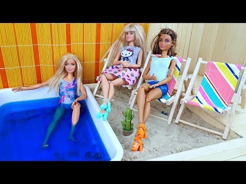 Baby dolls swimming in the pool - Barbie's poolside weekend ! Play toys and dolls