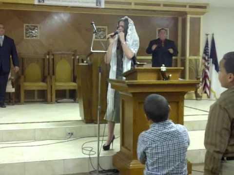Grace Rivera cantando Creo en Ti