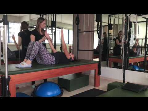 Pré Pilates - bola cravo como acessório - Adriana Cristina Mees