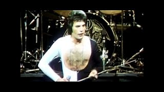 Queen -  We Are The Champions (Official Video)(Subscribe to the Official Queen Channel Here http://bit.ly/Subscribe2Queen Taken from News Of The World, 1977. Queen - 'We Are The Champions' Click here ..., 2008-08-01T12:26:25.000Z)