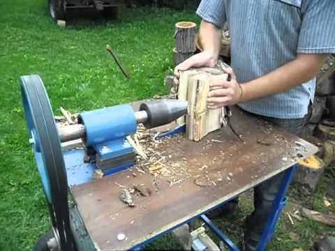 Винтовой колун с маховиком от бензинового двигателя 7 л с. Мощности хватает справится как с твердыми так и с вязкими породами дерева.