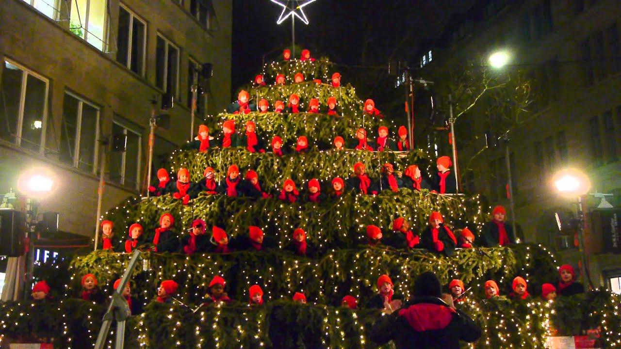 2013-12-11 Singing Christmas Tree Des Superar Sennhof In