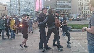 В центре Москвы задержали мальчика за чтение стихов: все подробности