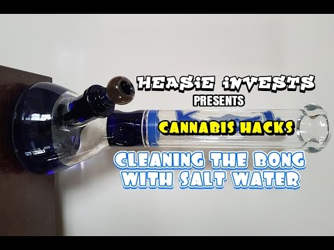 Cleaning the bong with salt water