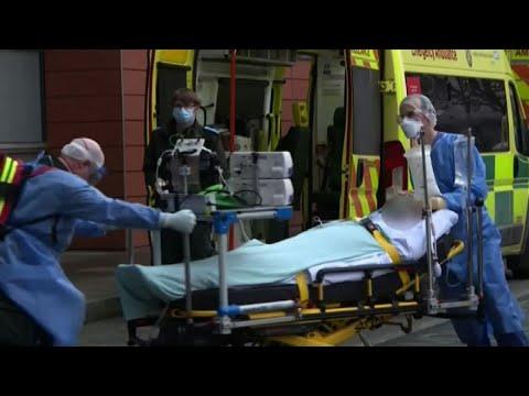 Il Regno Unito supera la soglia dei 100.000 morti di Covid-19