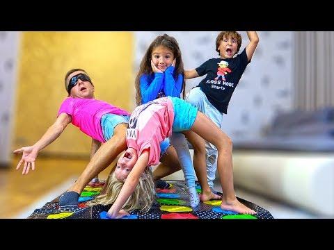 Почему Детям СТАЛО СКУЧНО? ПАПЫ Придумали для Детей НОВЫЙ ЧЕЛЛЕНДЖ Твистер в Слепую!