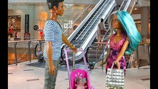 Rodzinka Barbie - Zakupy przedświąteczne. Bajka dla dzieci po polsku the Sims 4 odc.49