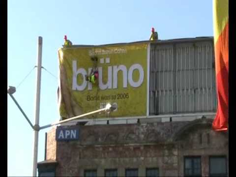 Bruno: Bruno's Billboard Erection: Sydney, Australia