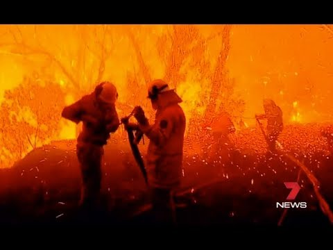 SYDNEY BUSHFIRE EMERGENCY - HOLSWORTHY - Channel 7 News 14/04/2018