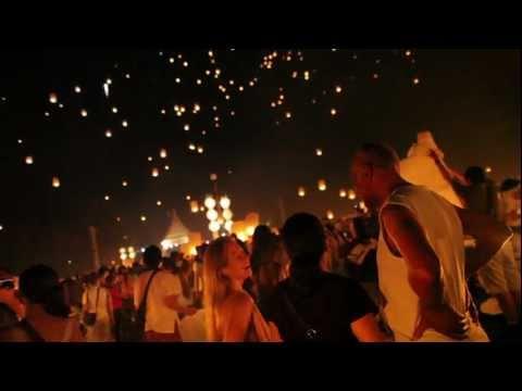 10,000 Sky Lanterns At Yi Peng Festival