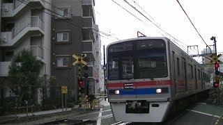 京成3700形3708F快特高砂行き 京急線北品川駅横の踏切通過