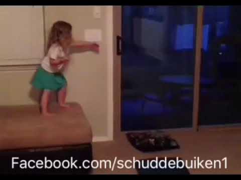 Babies vs gravity / Schuddebuiken Facebook