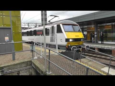 Class 86 and Class 90 Electric Locomotives at Stratford East London - 24 October 2014