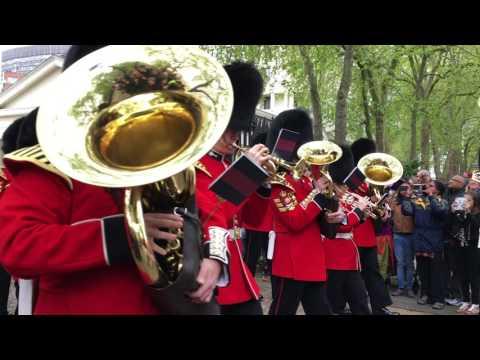 Changing of Guard London: Wellington Barracks to Buckingham Palace