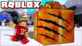 RIPPING GIANT GIFTS with CLAWS in ROBLOX → Present Simulator 🎮