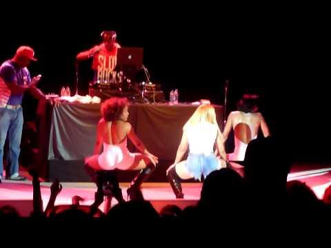 "Ashanti performing ""Count"" live in Pleasanton California on July 2, 2014"