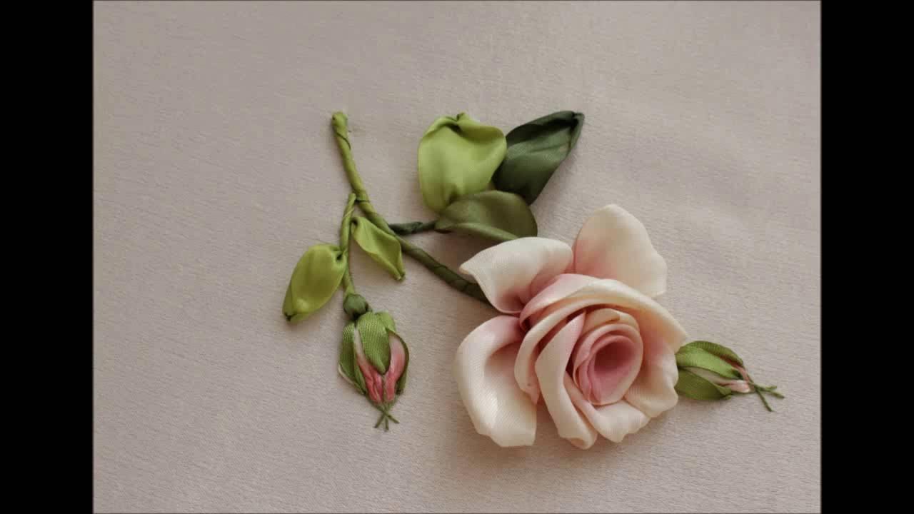 Как вышить бутонную розу за восемь стежков How to embroider a rose 如何绣玫瑰布敦  Бутонная роза лентами - YouTube 8d95f129f8a88