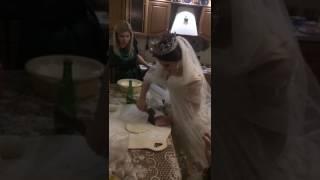 Невеста топором делает хинкал