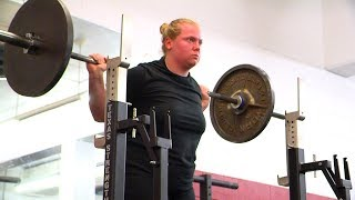 Amy Kurr lifting weights
