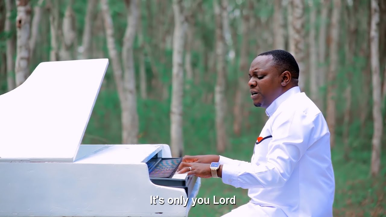 Download Christopher Mwahangila  -  UNIINUE (Official Music Video)