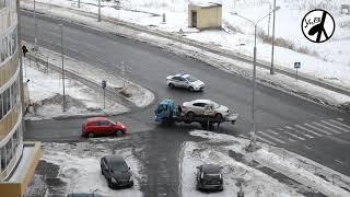 Смотреть видео Как эвакуируют в Москве машины, припаркованные на тротуарах онлайн