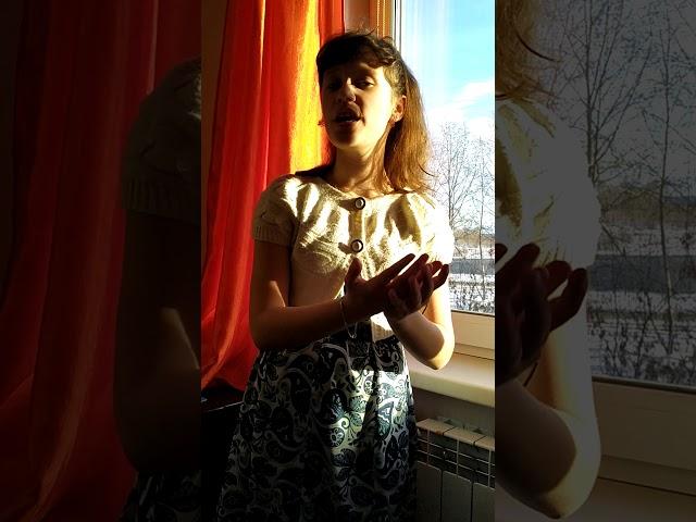 Изображение предпросмотра прочтения – ДарьяГафурова читает произведение «Королева» С.А.Есенина