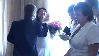 Бабахнуло шампанское перед загсом и окатило невесту!
