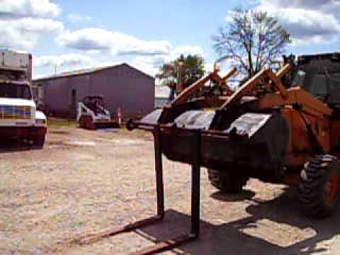 Case 580 Backhoe >> Hooking up the Forks to the Case 580 - YouTube