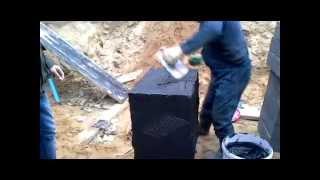 Пеностекло: монтаж стены фундамента на гидроизоляцию(Монтаж пеностекла на выполненную рулонную гидроизоляцию с помощью двухкомпонентного клея-герметика bm-92...., 2015-06-20T22:01:51.000Z)