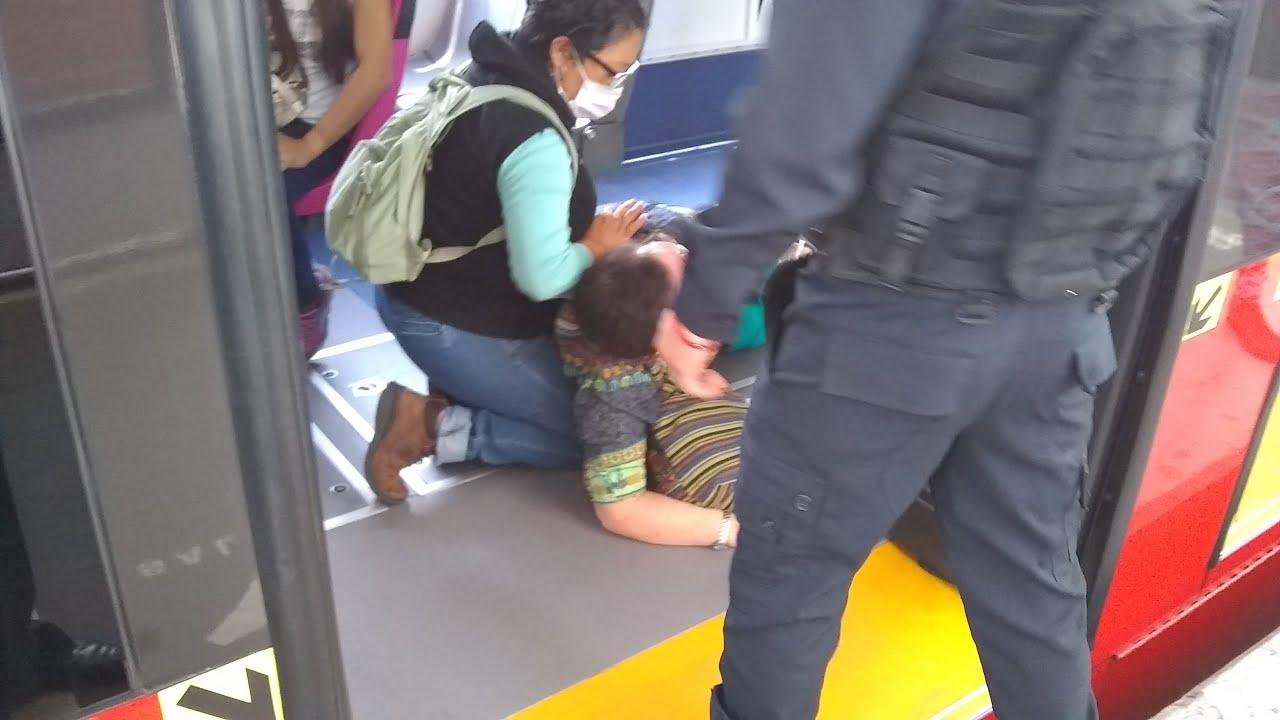 Mujer con posibles problemas exhibe falta de protocolos en metrobús; el regreso con semáforo naranja
