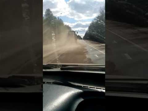 Прикол уборка дороги по Лужски. г Луга