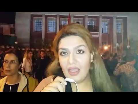 """نشطاء ومواطنون يبهدلون """"بنكيران""""  الذي وجهه أتباع بعدم التظاهر احتجاجا على مقتل المواطن المغربي بائع السمك محسن فكر"""