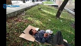 Download Video Pria Sekarat di Jalan Sudirman Pekanbaru Tak Ada Yang Bantu MP3 3GP MP4