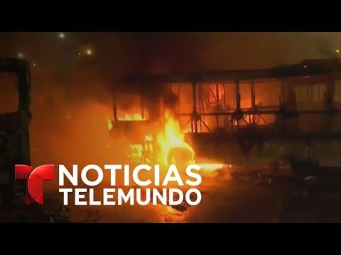 Violentos choques entre policía y manifestantes en Rio de Janeiro | Noticiero | Noticias Telemundo