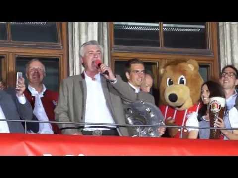"""Carlo Ancelotti canta """"I migliori anni della nostra vita"""" in Germania!"""