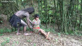 Primitive Life - People Like King Kong In Forest Meet Ethnic Girl Find Food