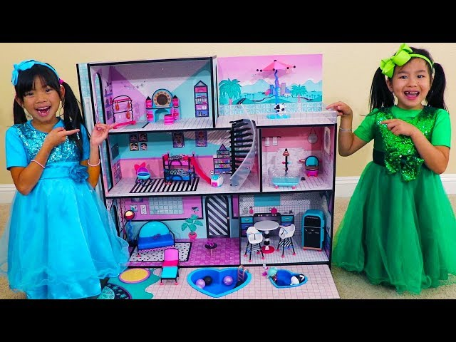 Jannie & Emma Pretend Play w/ LOL Surprise Giant Doll House Toys