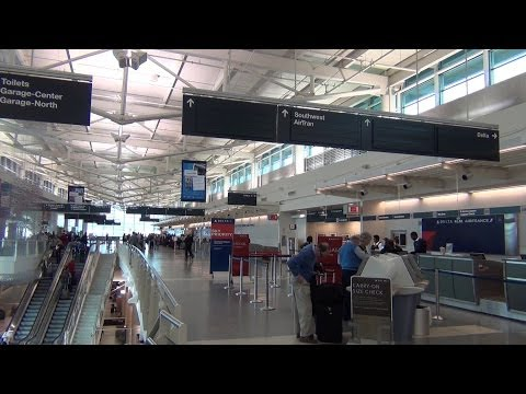 A tour of Chicago Midway Airport (MDW), Part 1: Concourse B, Check-in Area, Baggage claim