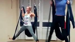 Видео о том, как проходит йога в гамаках в Центре йоги Практика